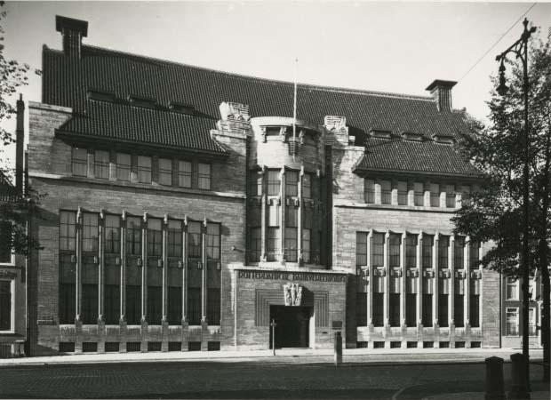 Kneuterdijk 8   Bron: Beeldbank Haags Gemeentearchief